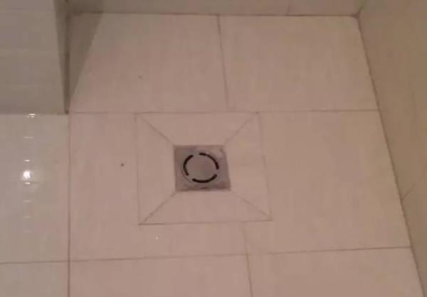 卫生间装修,师傅这样给你做地漏,可以不给钱.jpg