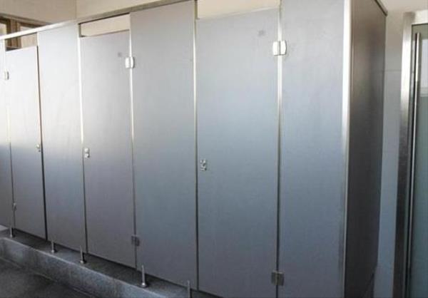 厕所隔断门材料有几类.jpg
