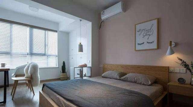 家中卧室衣柜和床的摆放.jpg